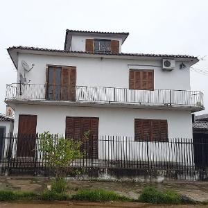 Crime ocorreu no 2º andar deste pequeno condomínio em São Gabriel (RS)