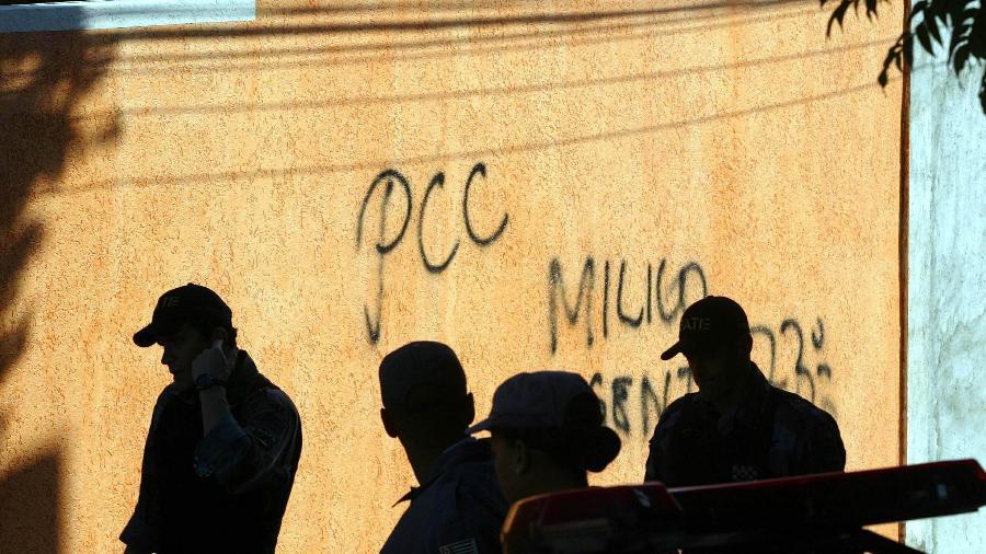 07.jul.2006 - Pichação do PCC em casa de policial militar em São Paulo - L.C. Leite/Folhapress