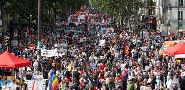 Cerca de 250 mil pessoas participam de protesto contra Emmanuel Macron - Geoffroy Van Der Hasselt/AFP