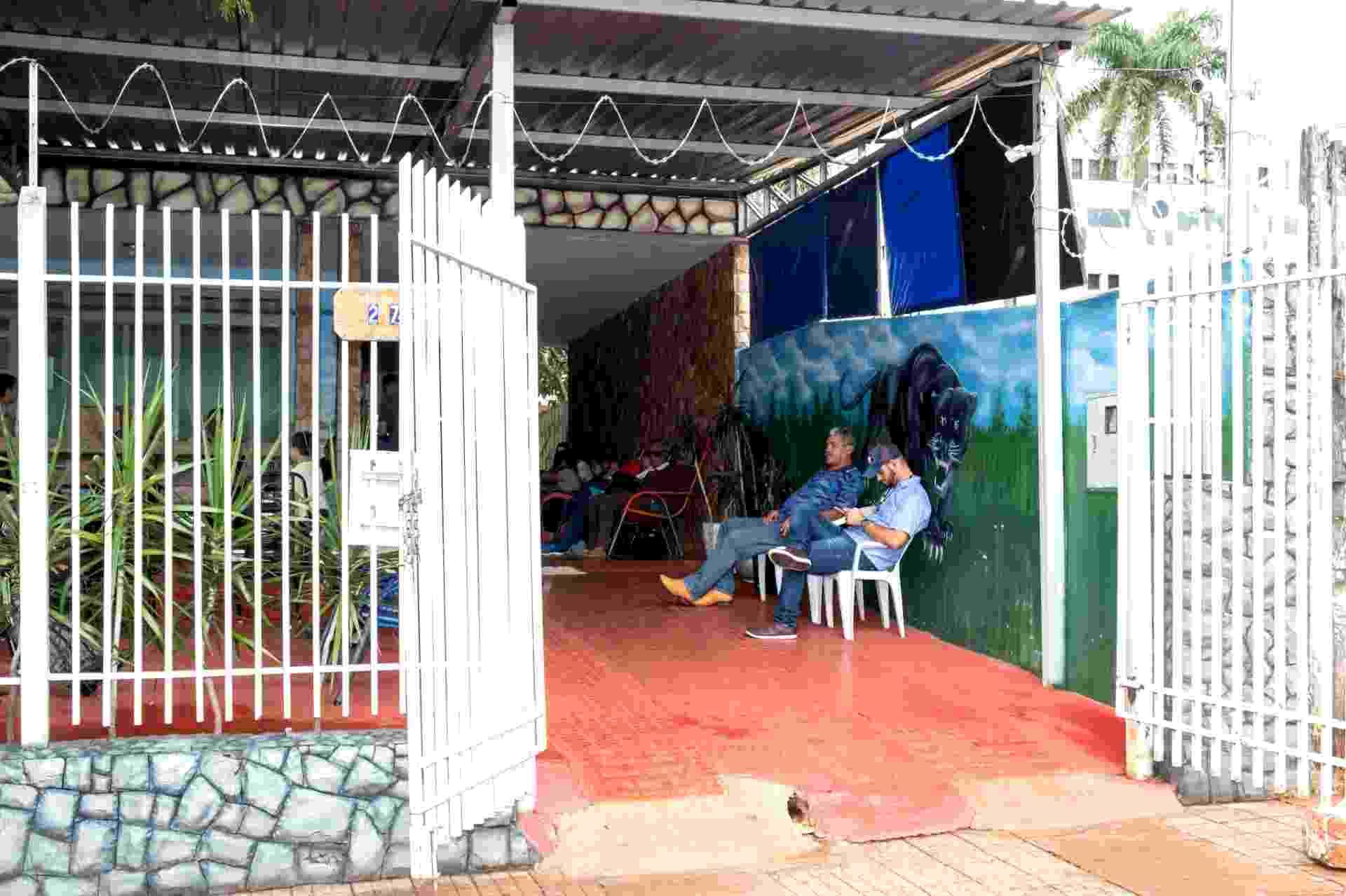 Entrada da Pensão Dom Aquino, em Campo Grande. Prefeituras bancam a estadia de seus pacientes na capital de Mato Grosso do Sul - Elis Regina Nogueira