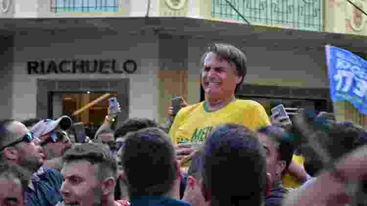 Bolsonaro é esfaqueado durante ato de campanha em MG - Raysa Leite/AFP