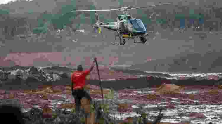 Equipes de bombeiros fazem busca por desaparecidos na região atingida pelo rompimento de barragem em Brumadinho (MG) - Pedro Ladeira/Folhapress