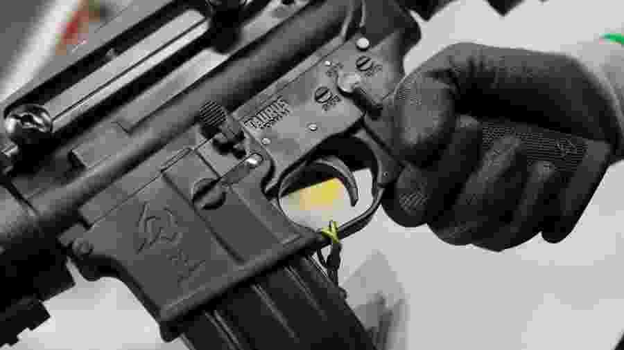 Arma da Taurus, em filial da empresa, em São Leopoldo, no Rio Grande do Sul - 15.jan.2019 - Diego Vara/Reuters