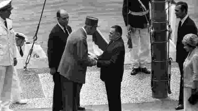 Presidente da França, general Charles de Gaulle, é recebido pelo presidente Castelo Branco - Arquivo / Agência O Globo  - Arquivo / Agência O Globo