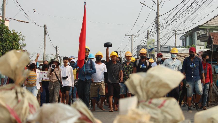 Manifestantes protestam contra golpe militar em Dawei (Mianmar) - Dawei Watch/AFP