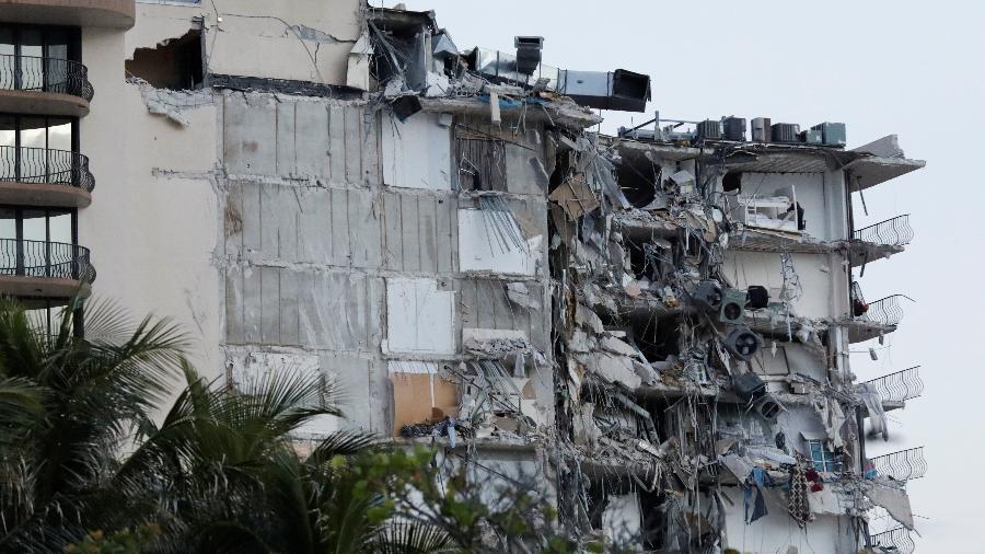 Vista de parte do prédio que desmoronou em Miami, na madrugada de 24 de junho - REUTERS/Marco Bello
