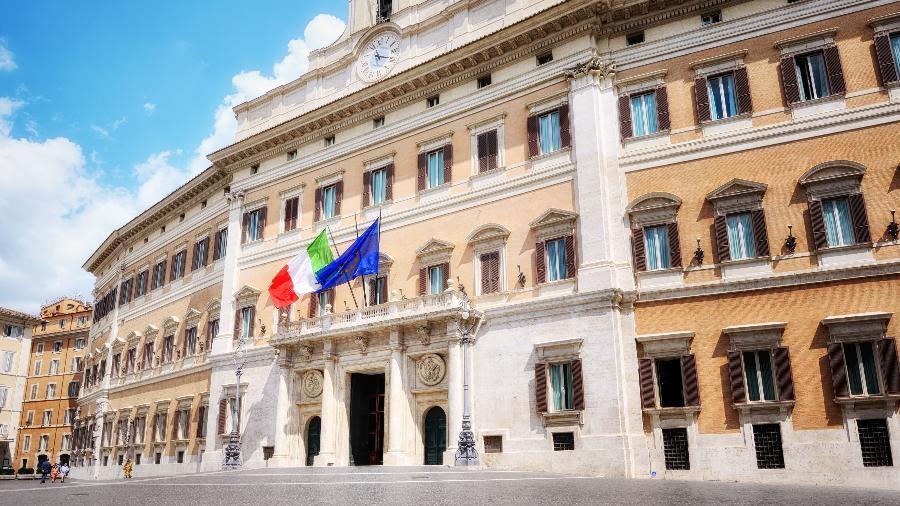 Piazza Montecitorio, sede da Câmara dos Deputados da Itália; Senado do país ainda discute medida - Getty Images/iStockphoto