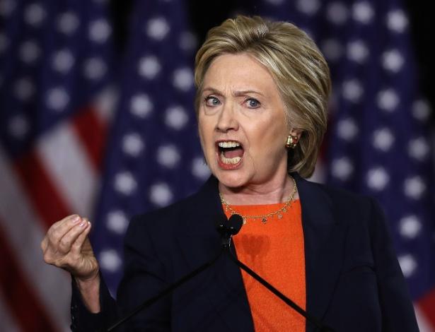"""2.jun.2016 - Em seu mais forte discurso contra Donald Trump, Hillary Clinton disse que a vitória do rival seria """"um erro histórico"""", em San Diego (Califórnia)"""