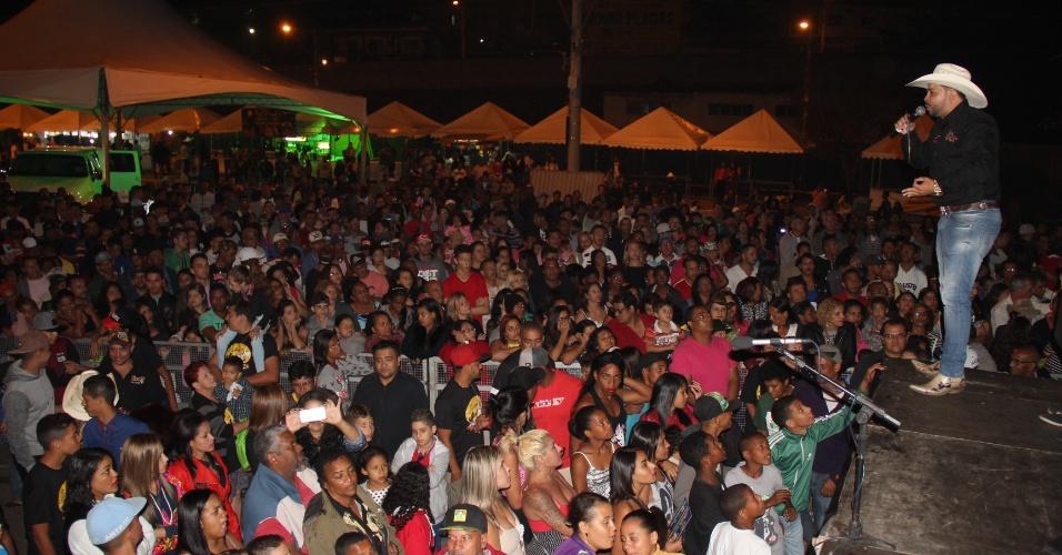 """Cerca de 15 mil pessoas, de acordo com os organizadores, assistiram à premiação do """"Homem mais feio do Brasil"""" em Contagem, região metropolitano de Belo Horizonte"""