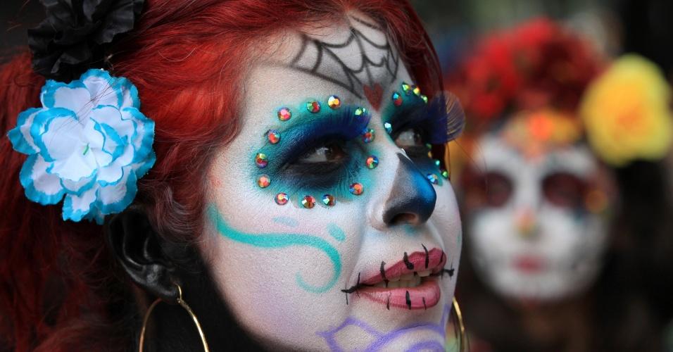 24.out.2016 - Centenas de pessoas fantasiadas desfilam durante desfile de Catrinas e Catrines na Cidade do México