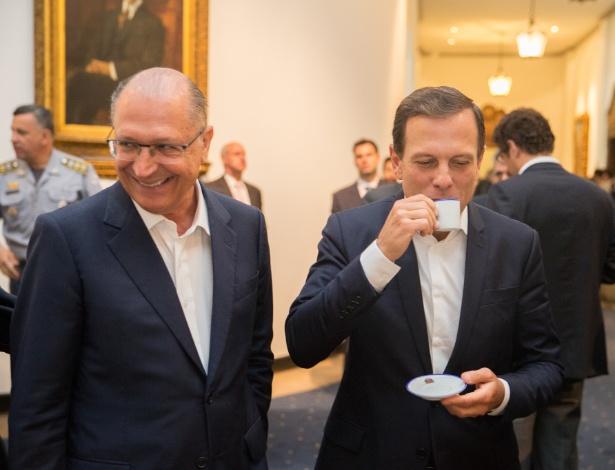 """O governador de São Paulo, Geraldo Alckmin (à esq.) e o prefeito de São Paulo, João Doria, em reunião de """"sinergia"""" na manhã desta segunda (9)"""