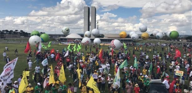 Em Brasília, manifestantes se concentram na Esplanada dos Ministérios - Kleyton Amorim/UOL