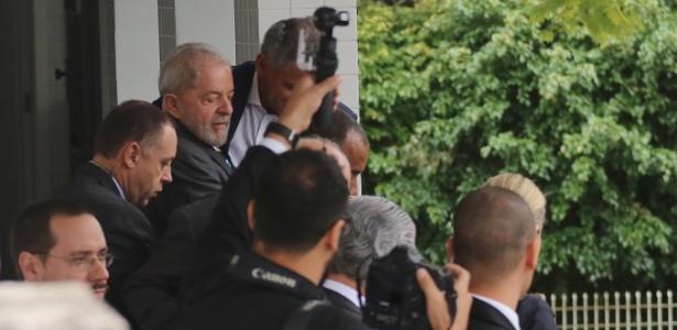 O ex-presidente Luiz Inácio Lula da Silva deixa o escritório de advocacia em Curitiba antes de depor a Moro