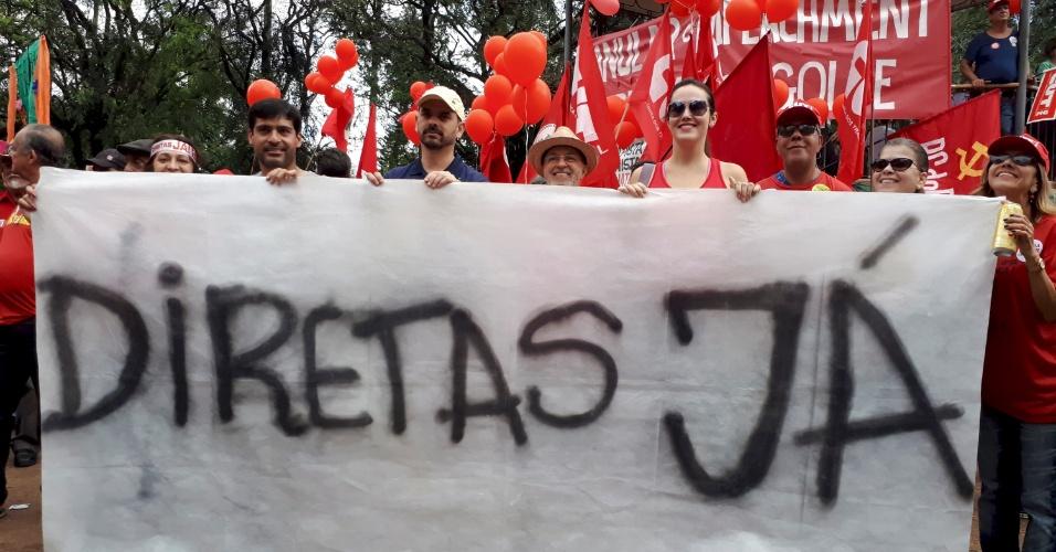 21.mai.2017 - Em Minas Gerais, houve manifestação na Praça da Liberdade (BH)