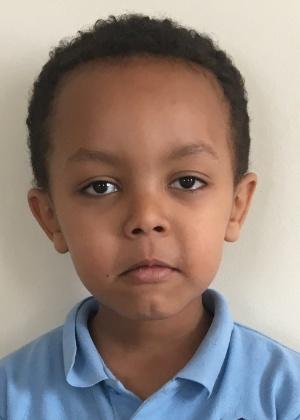 Isaac Paulous, de 5 anos de idade, é uma das vítimas do incêndio em prédio em Londres