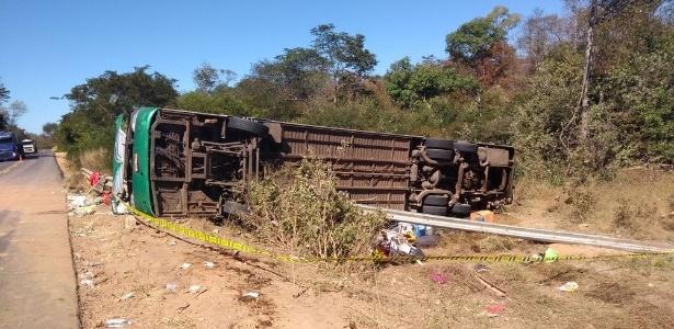Ônibus de turismo saiu da pista e capotou em Monte Alegre do Piauí, matando 9 pessoas