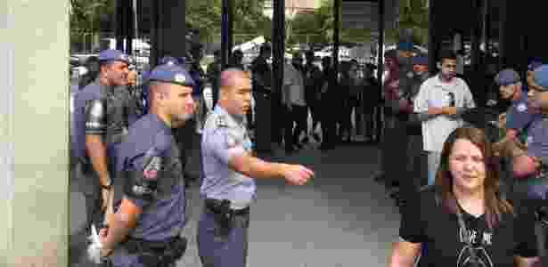 Forte esquema policial logo na entrada do fórum criminal só permitiu entrada de réus, advogados deles e testemunhas - Janaina Garcia/UOL - Janaina Garcia/UOL