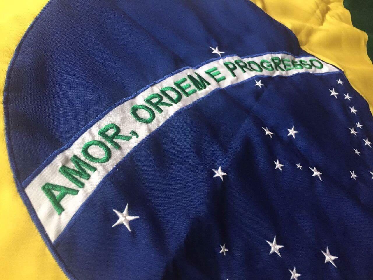 A Primeira Bandeira Do Brasil Republica hans donner propõe nova bandeira do brasil com tons degradê