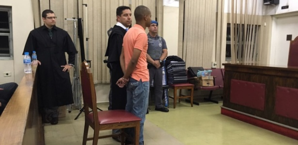 2.mar.2018 - Victor Cristilder Silva dos Santos ouve sua sentença. Ele foi condenado a 119 anos de prisão por participação na maior chacina de São Paulo - Luís Adorno/UOL