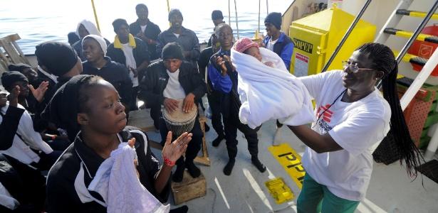 Um bebê nasceu a bordo do navio Aquarius, no Mediterrâneo Central