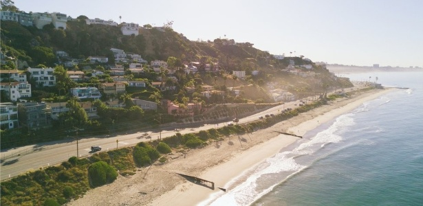 """Malibu é famosa por suas praias, montanhas e mansões de estrelas de Hollywood: """"Sempre foi uma cidade pacata"""", diz moradora - Getty Images via BBC"""