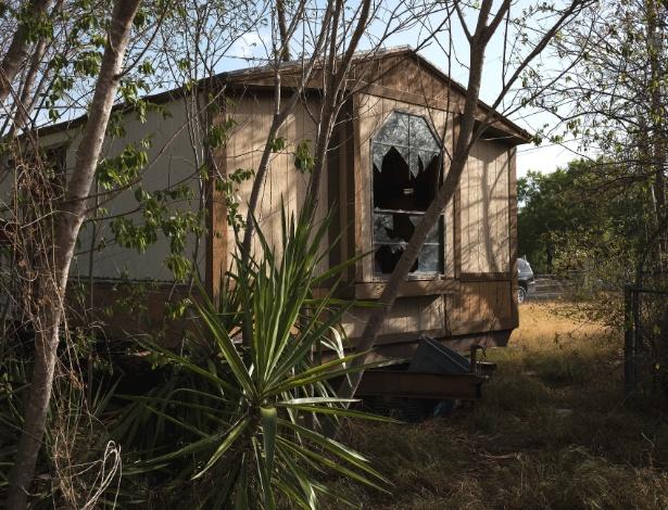 Casa abandonada que foi usada como esconderijo, em Laredo, Texas - Todd Heisler/The New York Times