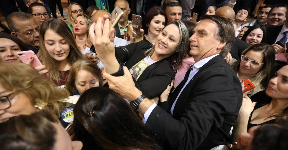 30.ago.2018 - Jair Bolsonaro (PSL) durante evento de aproximação com o eleitorado feminino em Porto Alegre