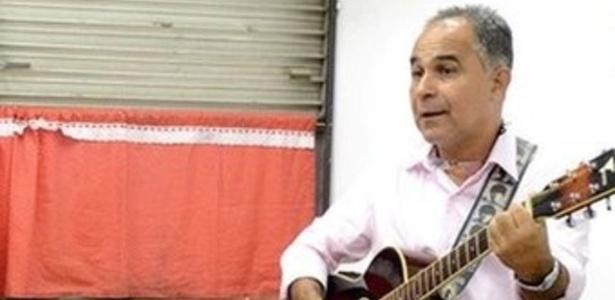 15.out.2018 - Professor Roberto Ferreira dá aula de música em escola do Rio - Alberto Jacob Filho/BBC
