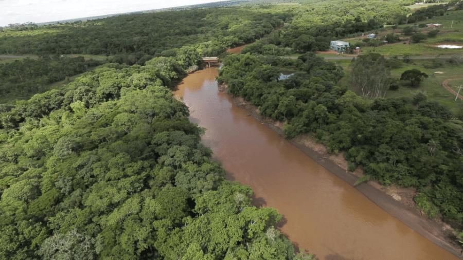 O rio da Prata, em Mato Grosso do Sul, costuma ter águas transparentes, mas foi tomado pela lama há uma semana - Reprodução/ Secretaria de Meio Ambiente de Mato Grosso do Sul