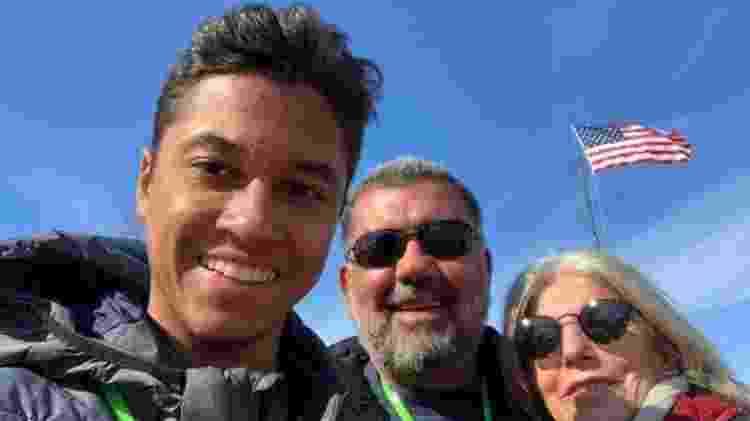 O executivo Murilo Queiroz (centro) se mudou para os EUA com a mulher e o filho, de 19 anos  - Arquivo pessoal - Arquivo pessoal