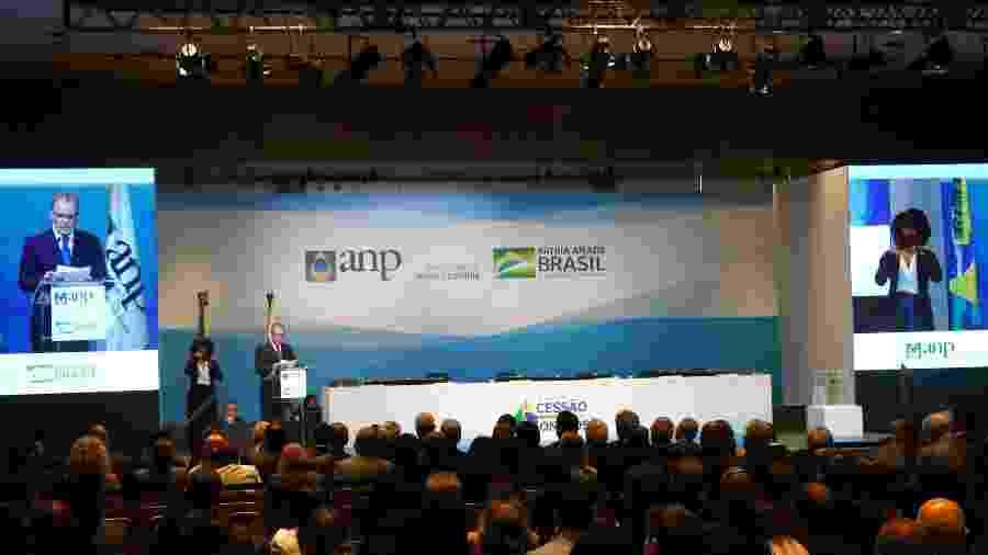 Deste total, R$ 34,4 bilhões serão pagos pela União à Petrobras e outros R$ 11,7 bilhões a Estados e municípios - Pilar Olivares/Reuters