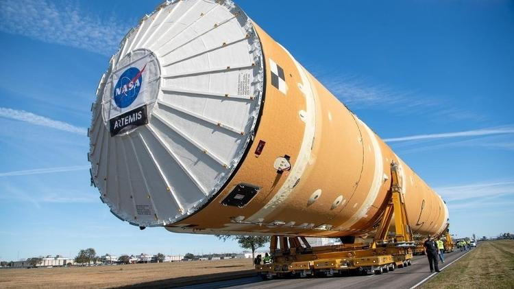 A missão Artemis, para a Lua, vai usar o foguete SLS - NASA / Danny Nowlin