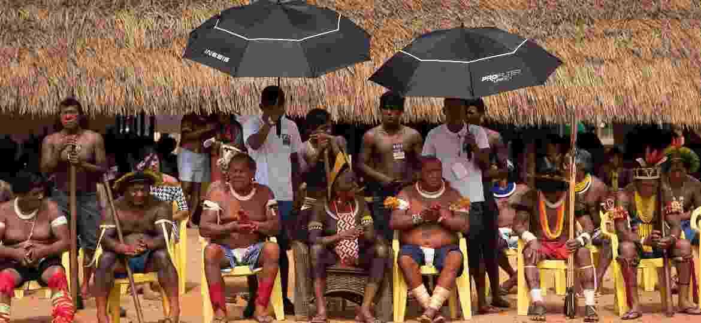 O cacique Raoni Metuktire (centro) foi o anfitrião de um evento que reuniu membros de 45 etnias na Terra Indígena Capoto Jarina (Mato Grosso) para protestar contra o governo - Isadora Brant/BBC