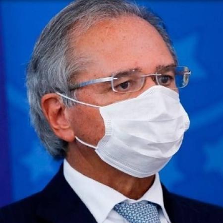 Paulo Guedes, ministro da economia, com máscara - AFP