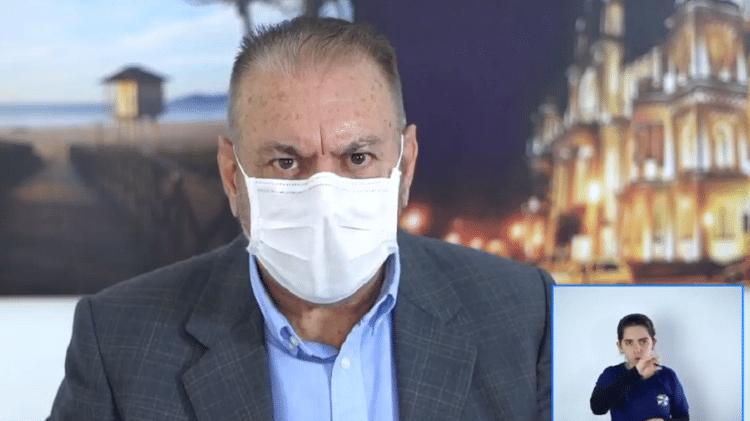 Ozônio no ânus? Sugestão de prefeito catarinense é alvo de memes no Twitter – UOL Notícias
