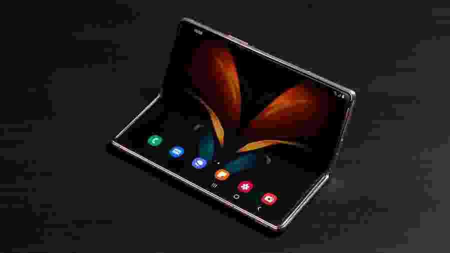Tela interna flexível do Galaxy Z Fold 2 pode parar em diferentes ângulos - Divulgação