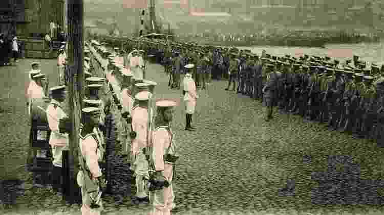 Tropas japonesas desembarcando em Vladivostok, na Rússia, em 11 de agosto de 1918 - Getty Images - Getty Images