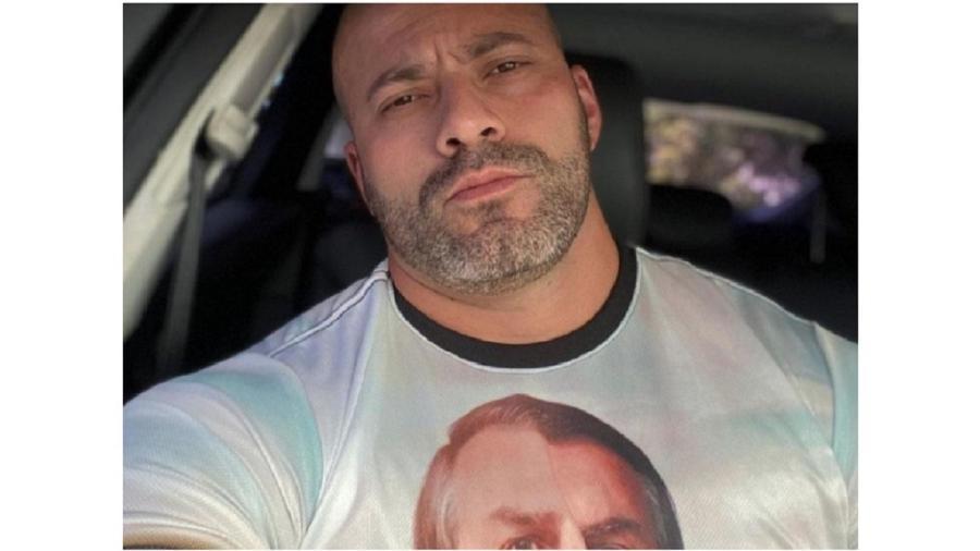 Daniel Silveira, o réu por unanimidade, com a figura de seu ídolo estampada na camiseta, também este réu duas vezes no Supremo - Reprodução/Instagram