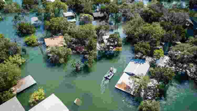 Enchente em cidade - Getty Images - Getty Images