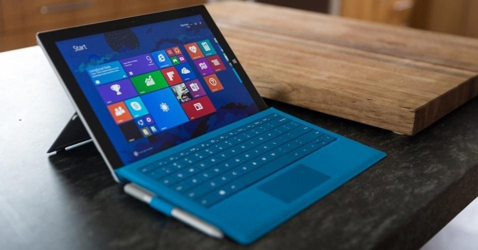 6.out.2015 - A Microsoft lançou o Surface Pro 4, nova versão de seu híbrido de tablet e computador voltado para a produtividade. O dispositivo traz em sua atualização tela de 12,3 polegadas e a sexta geração dos chips Intel Core M3, i5 e i7, dependendo do modelo
