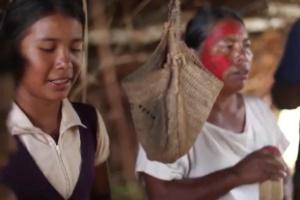 Índios guarani-kaiowa fazem ritual na terra indígena Lagoa Rica/Panambi, em disputa com empresa agropecuária