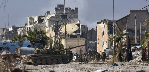 Forças sírias pró-governo avançam no distrito de Myessar, em Aleppo