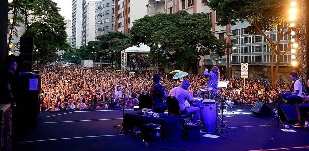 Os palcos da Virada Cultural 2015 no centro de São Paulo receberam shows como o das cantoras Maria Rita (foto), Elza Soares e Valesca - Diego Padgurschi/Folhapres