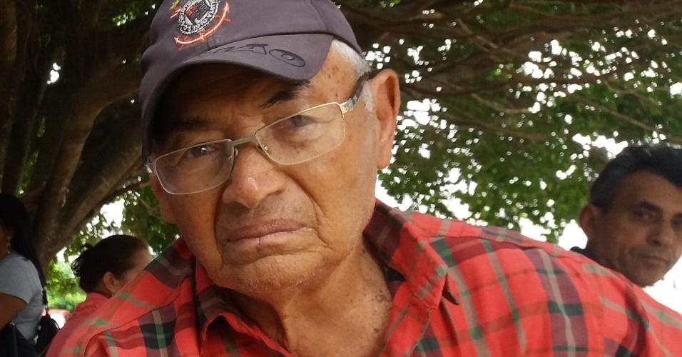 Abílio Ramos, 81, sofre de câncer de próstata. Morador do município de Tacima, ele precisa vir a João Pessoa para receber tratamento e lamenta a falta de um hospital oncológico na região onde vive