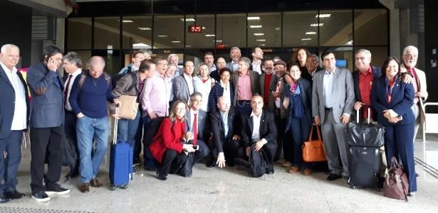 10.mai.2017 - Antes da chegada de Lula, uma comitiva vinda de Brasília com cerca de 50 pessoas, incluindo deputados e senadores do PT e de partidos que apoiam o ex-presidente