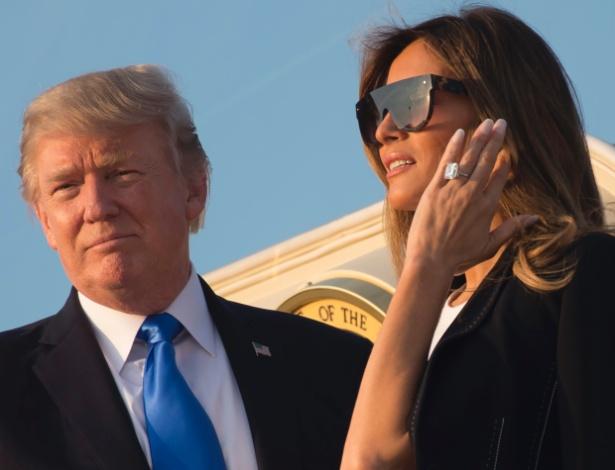 12.jul.2017 - O presidente dos EUA, Donald Trump, e a primeira-dama, Melania Trump, embarcam no Air Force One rumo a Paris, na França