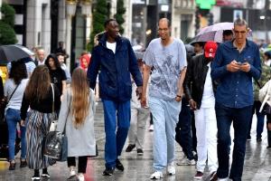 Mais de 2,2m: os homens mais altos do mundo se encontram em Paris (Foto: Gerard Julien/AFP Photo)