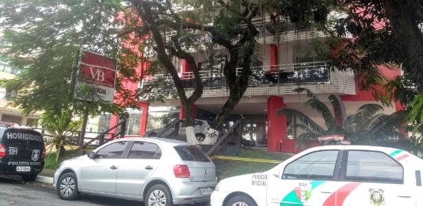 Fachada do apart-hotel Venice Beach, na praia de Canasvieiras, onde cinco pessoas foram achadas mortas - Aline Torres / UOL