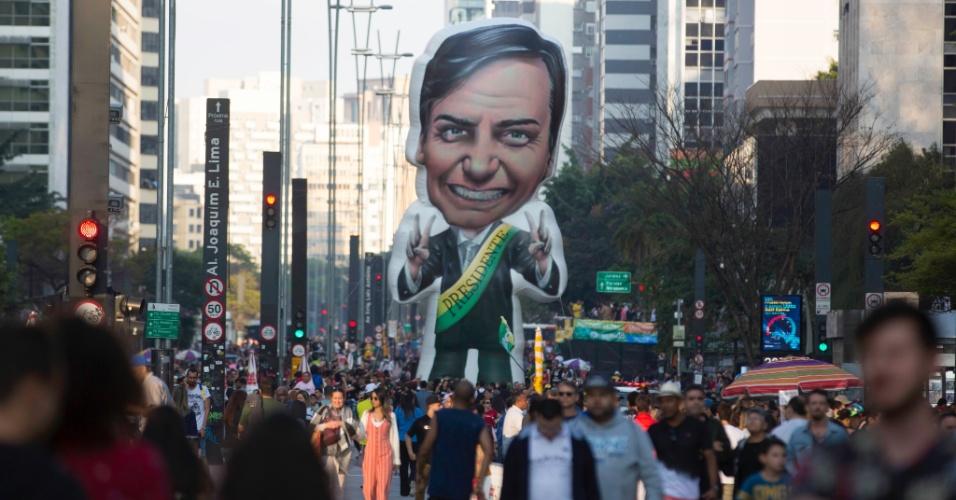 9.set.2018 - anifestantes participam de ato à favor de Jair Bolsonaro na Avenida Paulista na tarde deste domingo (09). Manifestantes se concentraram em frente à sede da TV Gazeta, onde se realizaria mais um debate com os principais candidatos na corrida presidencial