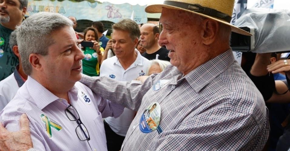 Antônio Anastasia, candidato do PSDB ao governo de Minas Gerais, se encontra com eleitores em Caeté, região metropolitana de Belo Horizonte